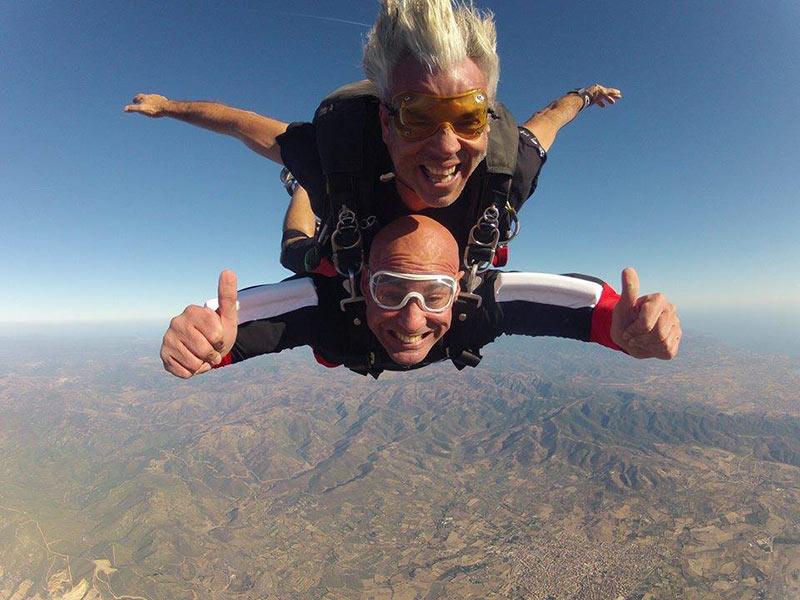 Giuseppe si lancia in tandem con il paracadute