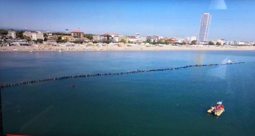 catena umana subacquea