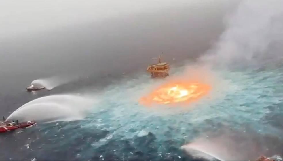 incendio nel golfo del messico
